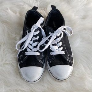 3/20$ Ardene|Mat+ Canvas Sneakers Classic LaceUp